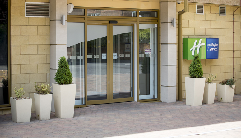 doors overview holiday inn 775×445 & doors overview holiday inn 775×445 - Comar Architectural Aluminium ... pezcame.com