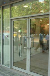 comar widget doors swing 223x336